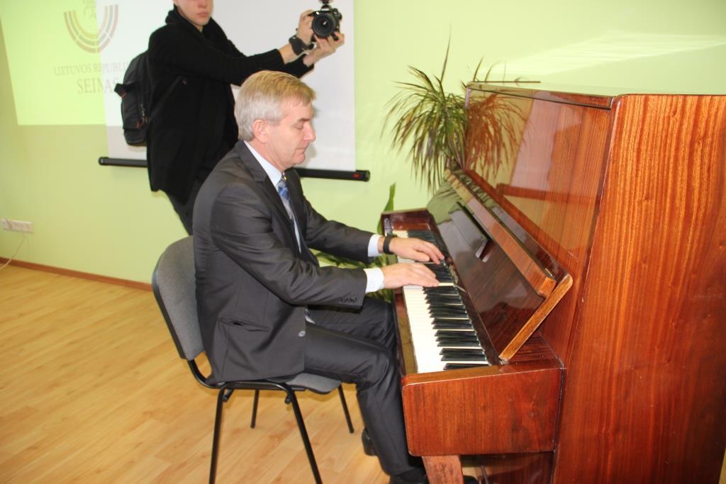 ZARASUOSE LANKĖSI SEIMO PIRMININKAS VIKTORAS PRANCKIETIS